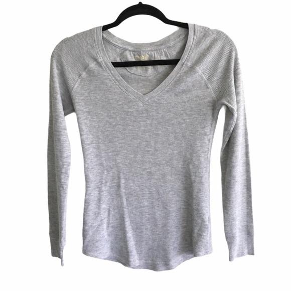 ARITZIA Tna Long Sleeve V-Neck Waffle T-Shirt Grey